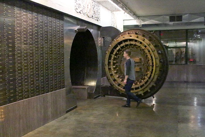 saint-louis-stl-city-museum-architecture-salvage-bank-vault-old.jpg