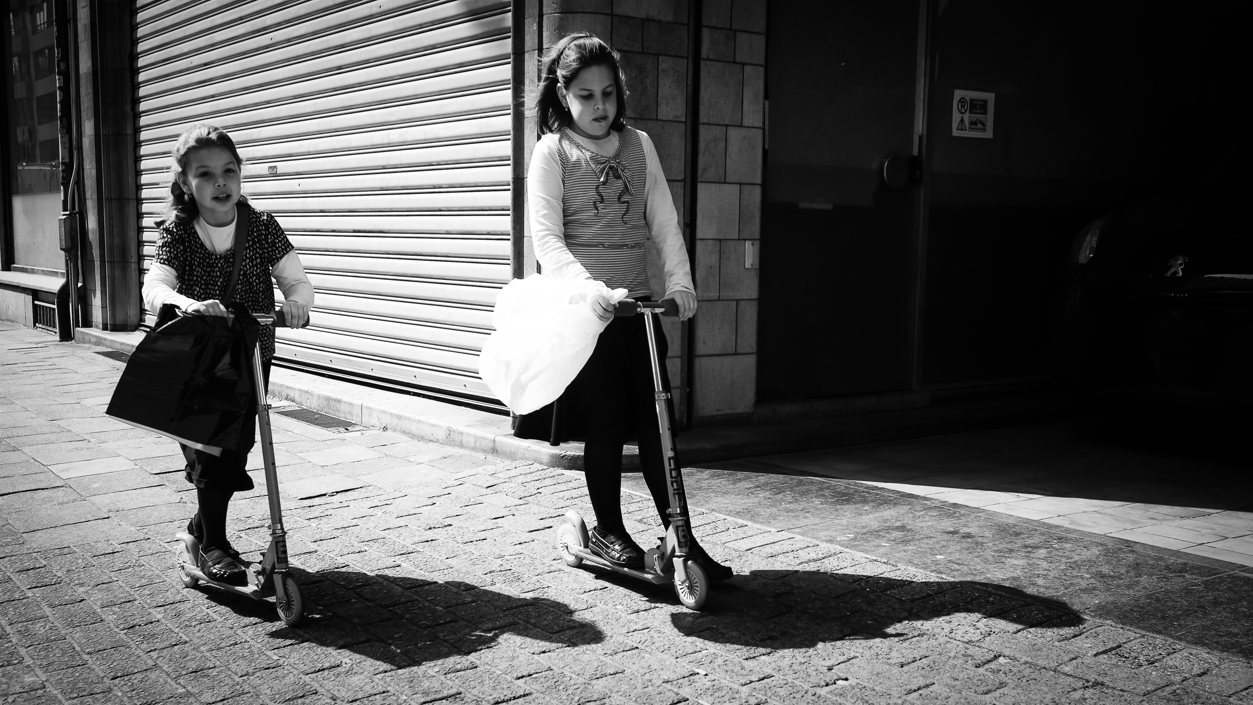 Teenage girls and little children  (click to enlarge)