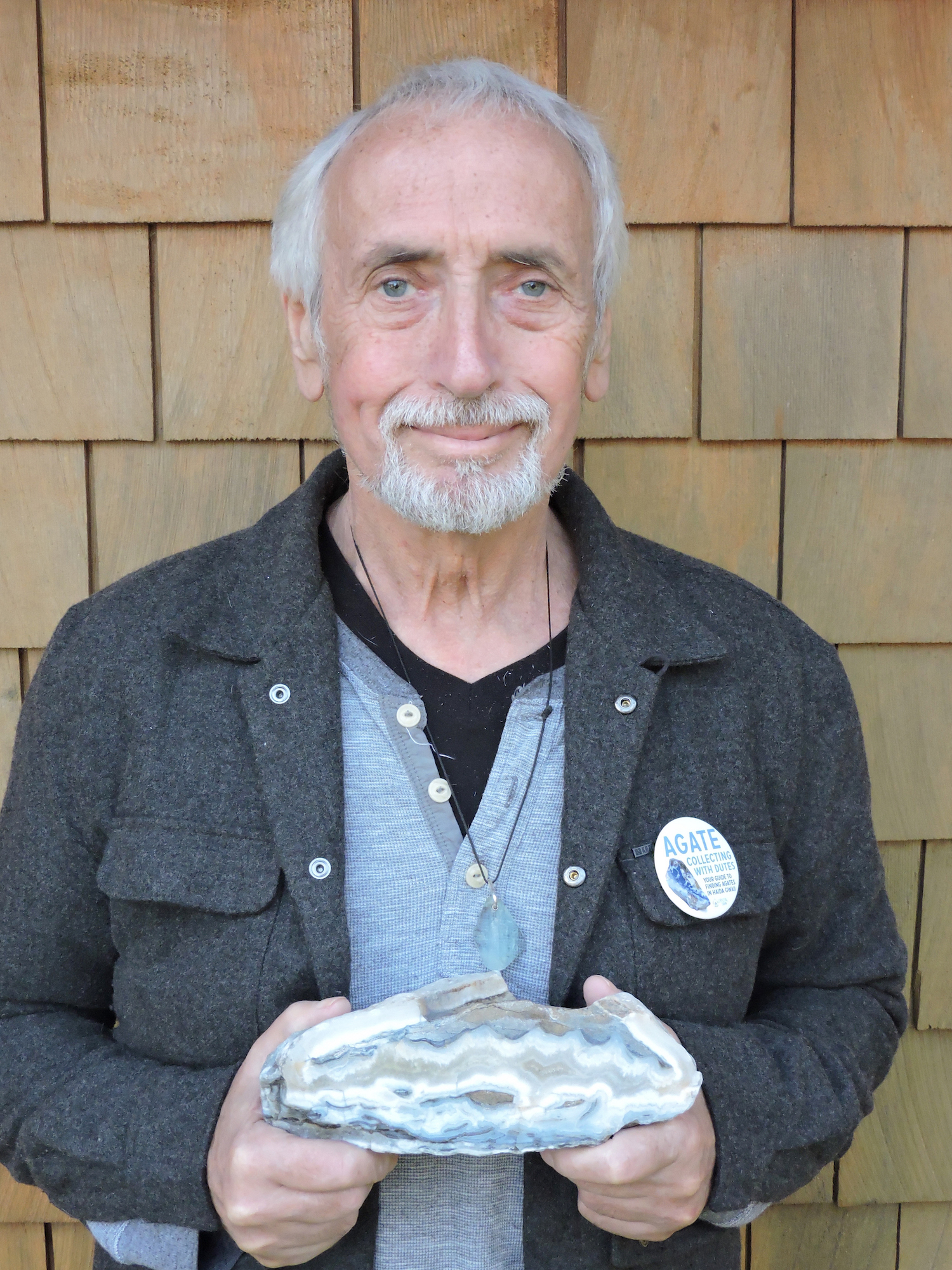 Dutes holding a banded agate from Haida Gwaii - this agate and others in this blog post are featured in the guide!