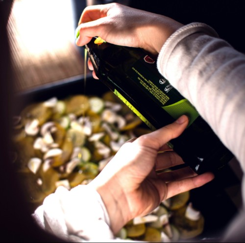 foodiesfeed.com_pouring-olive-oil.jpg