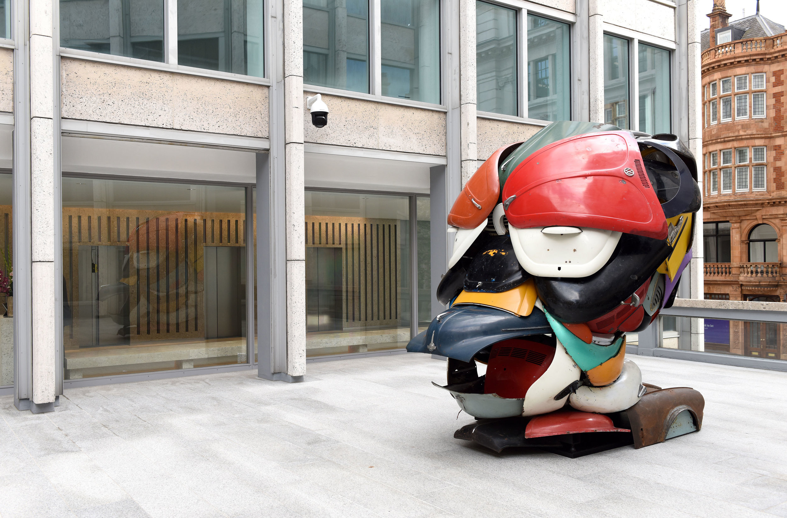 ZAK OVE'S 'AUTONOMOUS MORRIS' SCULPTURE LAUNCHED IN SMITHSON PLAZA DURING FRIEZE WEEK IN PARTNERSHIP WITH VIGO GALLERY   October 2018