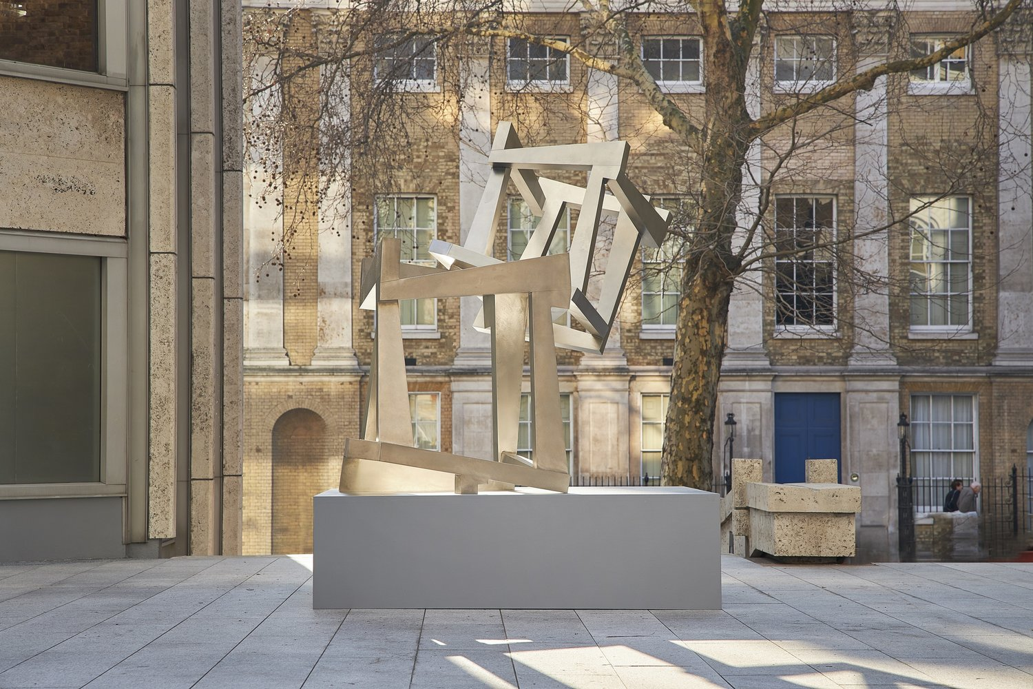 JEDD NOVATT 'CHAOS' SCULPTURES UNVEILED IN SMITHSON PLAZA IN COLLABORATION WITH WADDINGTON CUSTOT AND TISHMAN SPEYER.   March 2019