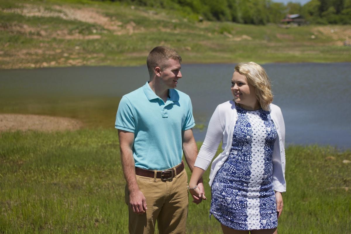 Mountain-Lake-Engagement-Photos-_0004.jpg