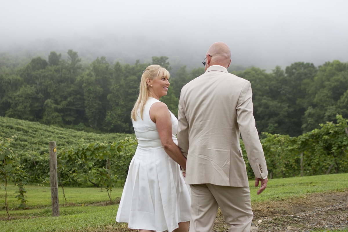 Chateau-Morrisette-Intimate-Vineyard-Wedding-Photos-_0018.jpg