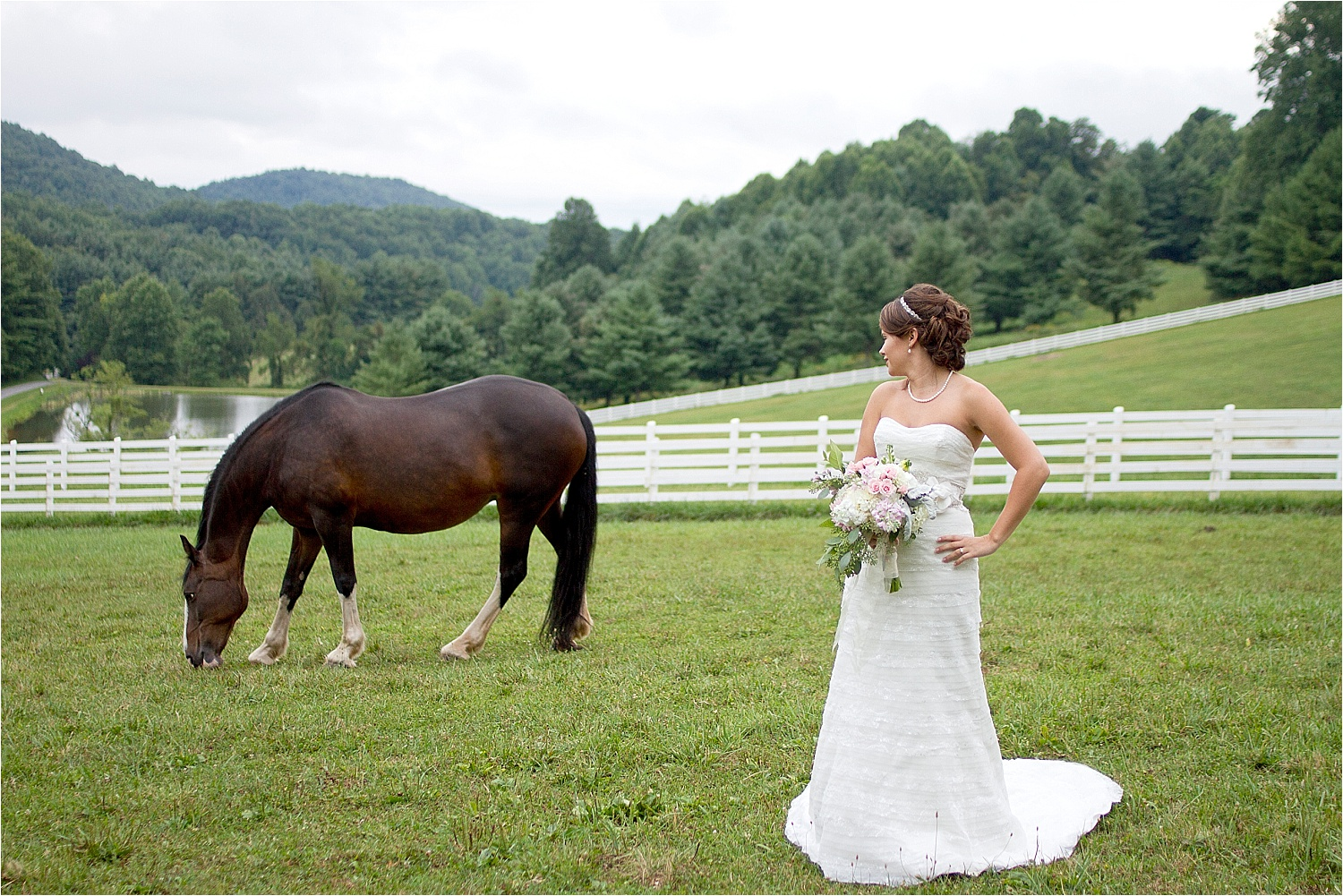 Horse-Farm-Bridal-Portraits_0008.jpg