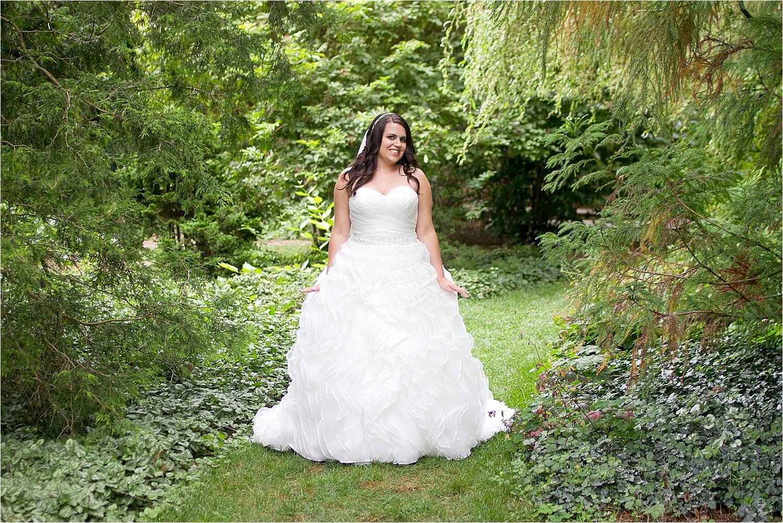 Virginia-Tech-Hahn-Horticulture-Garden-Bridal-Portraits-_0003.jpg