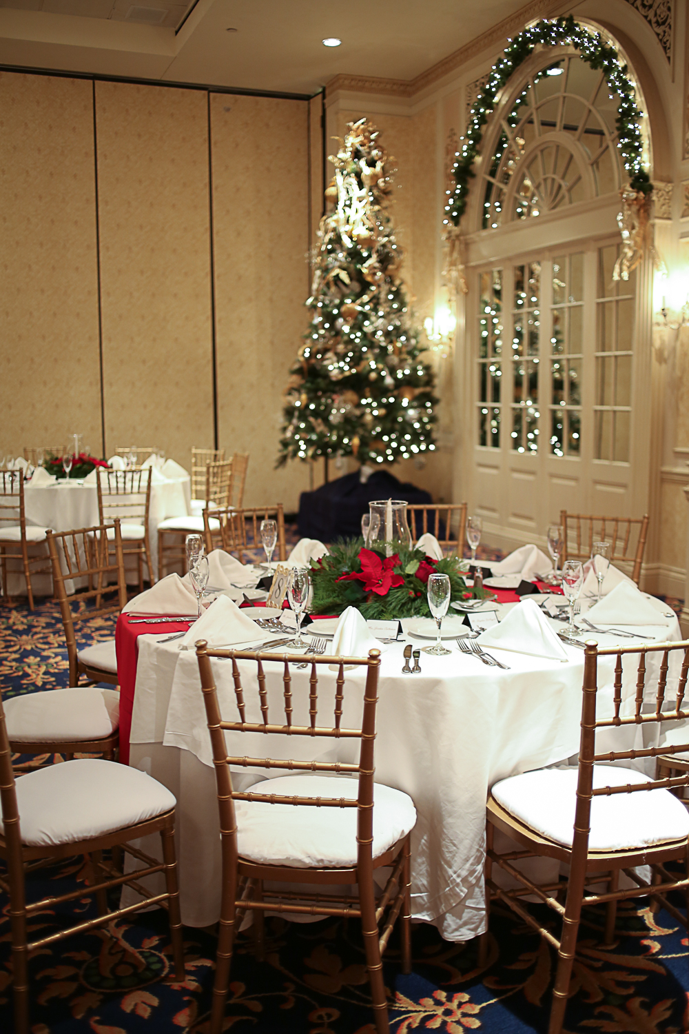 Christmas Themed Wedding at Hotel Roanoke | Roanoke, Virginia Wedding Photographer