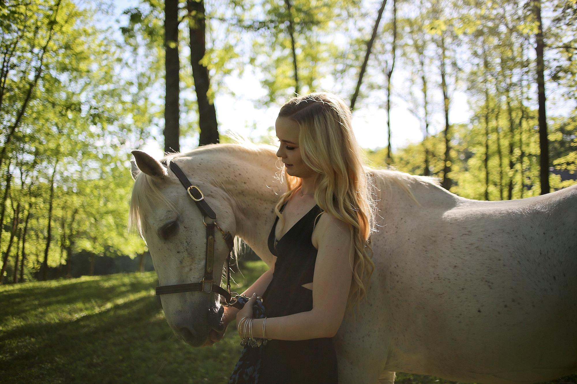 Molly | Virginia Tech Senior Portraits with Horses