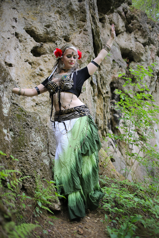 Belly-Dancing-Photos-Outdoors-Blacksburg-Creative-Portrait-Photographer_0019.jpg