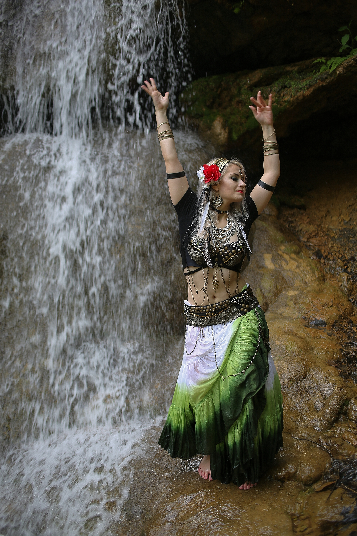 Belly-Dancing-Photos-Outdoors-Blacksburg-Creative-Portrait-Photographer_0032.jpg