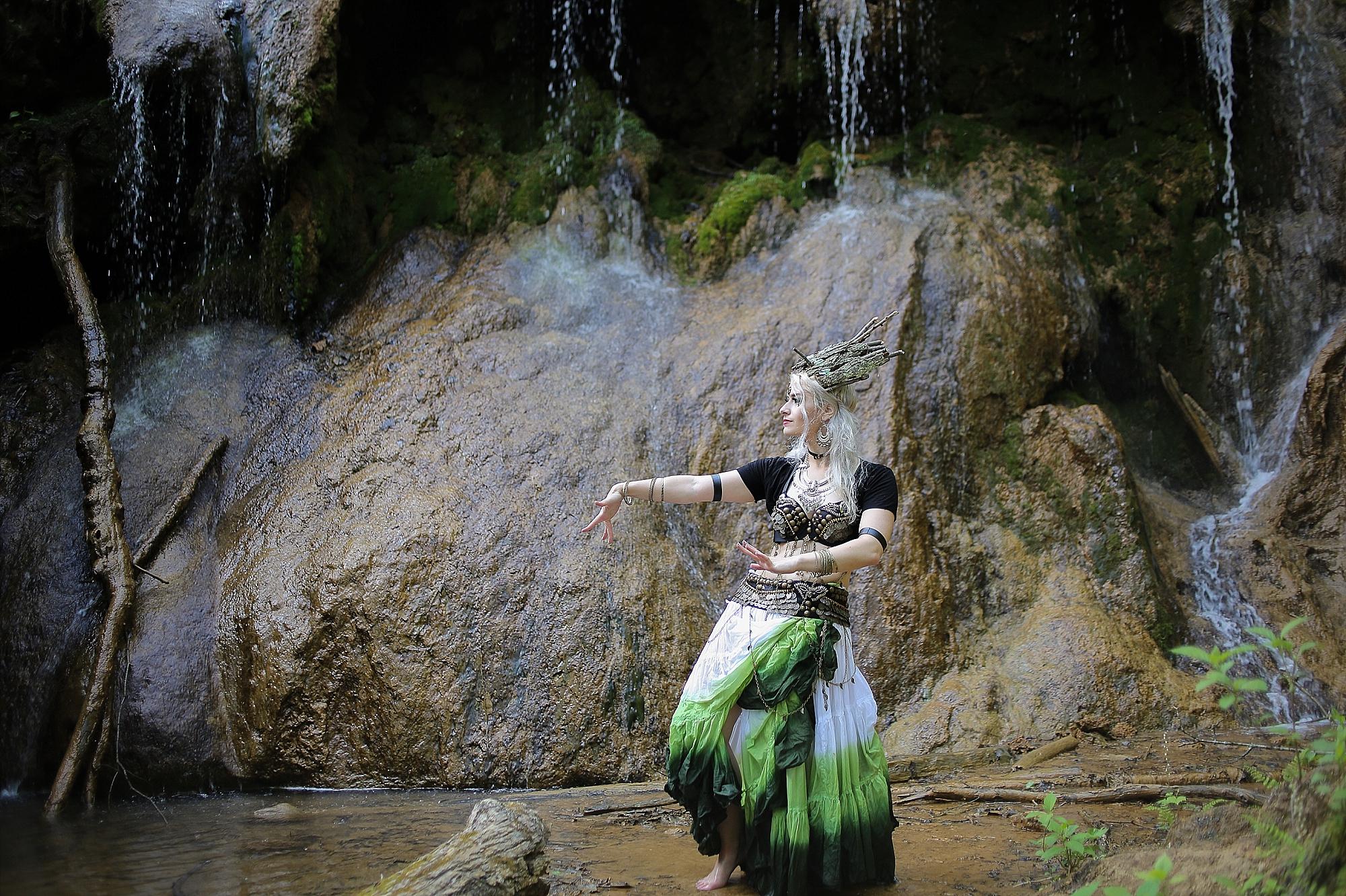 Belly-Dancing-Photos-Outdoors-Blacksburg-Creative-Portrait-Photographer_0035.jpg