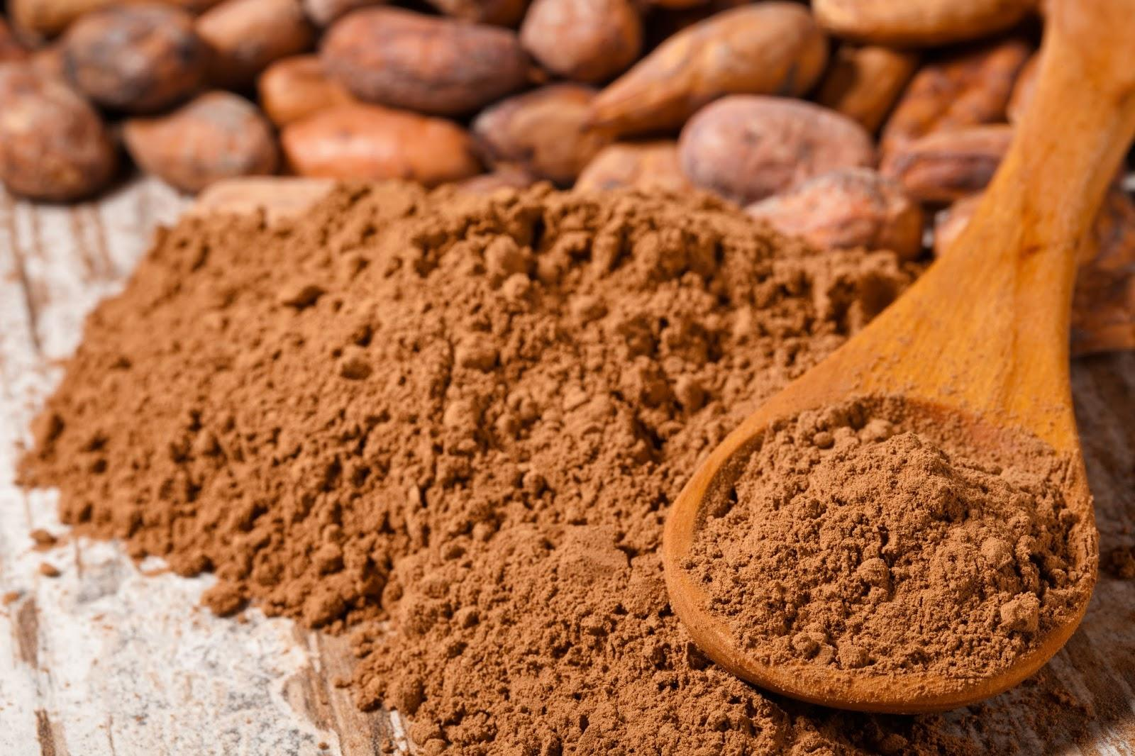 Antioxidants, magnesium, iron, chromium, manganese, zinc, copper, vitamin c, omega-6 fatty acids, phenylethylamines, anandamide, tryptophan, serotonin, fiber…a few nutrient dense offerings in just one tablespoon of raw cacao powder!