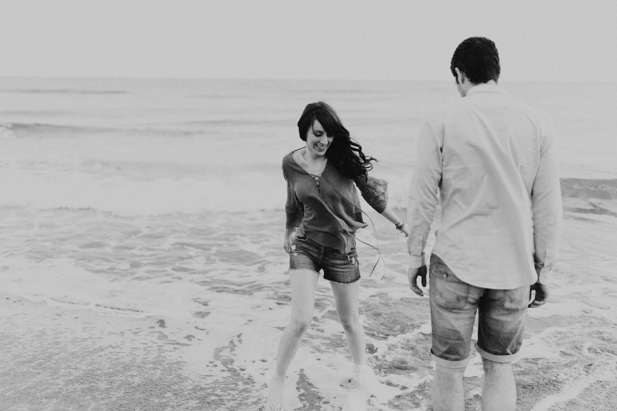 spain_beach_engagement-7.jpg