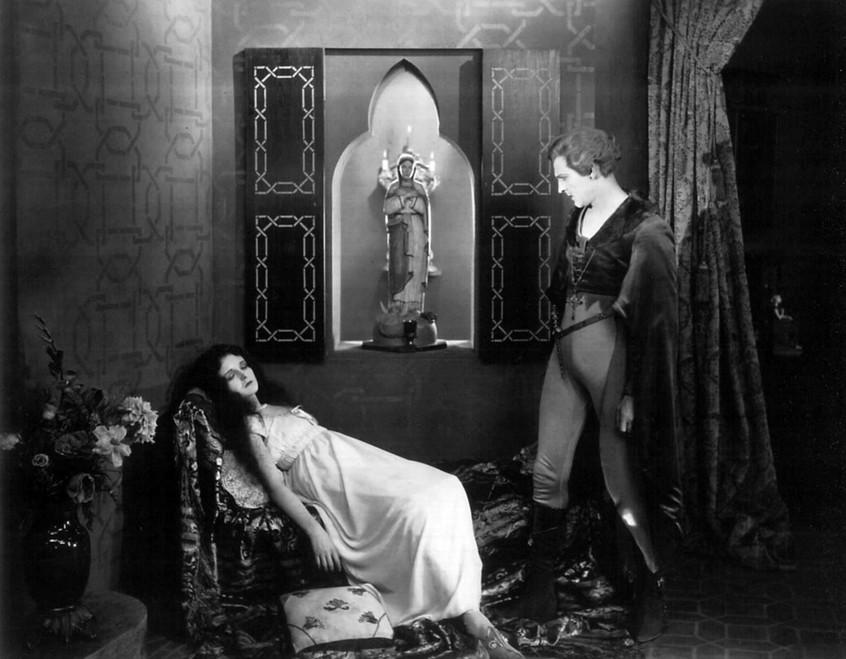 Mary-Astor-and-John-Barrymore-in-Don-Juan-1926.jpg