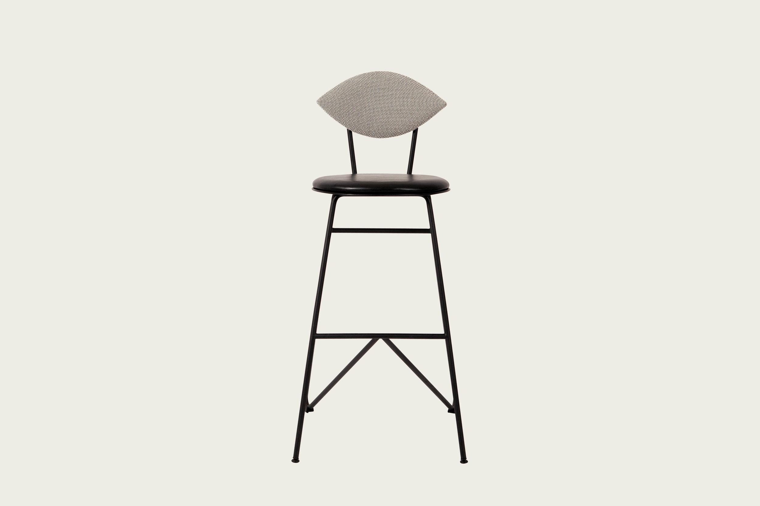 231111_1_AVENUE bar stool_black_fab1_highres kopier.jpg