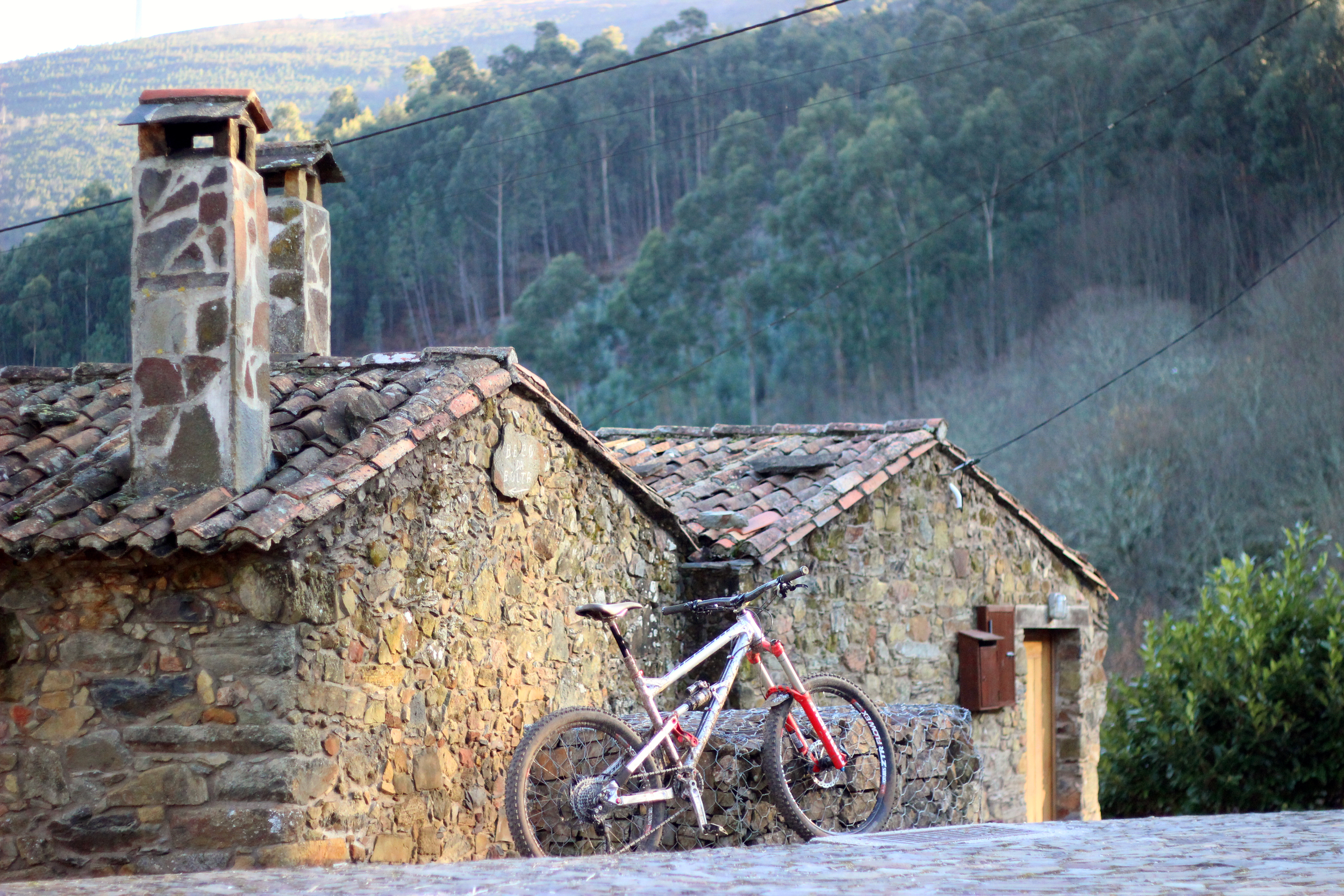 Schist village of Gondramaz in tune with the bike