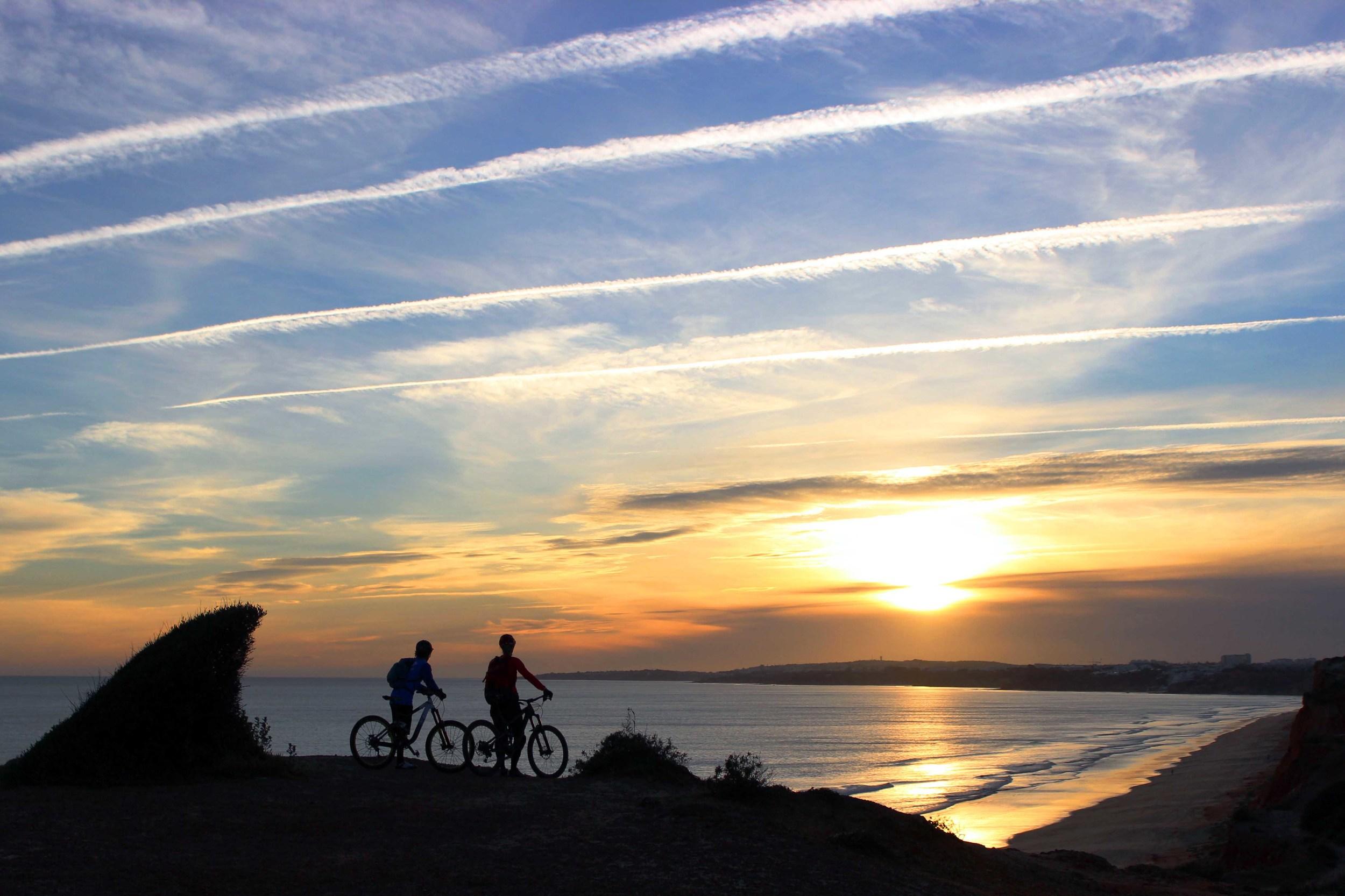 ENG:  Sun, sea and amazing trails. Portugal has much to offer  DE:  Sonne, Meer und feinste Trails: Portugal hat einiges zu bieten