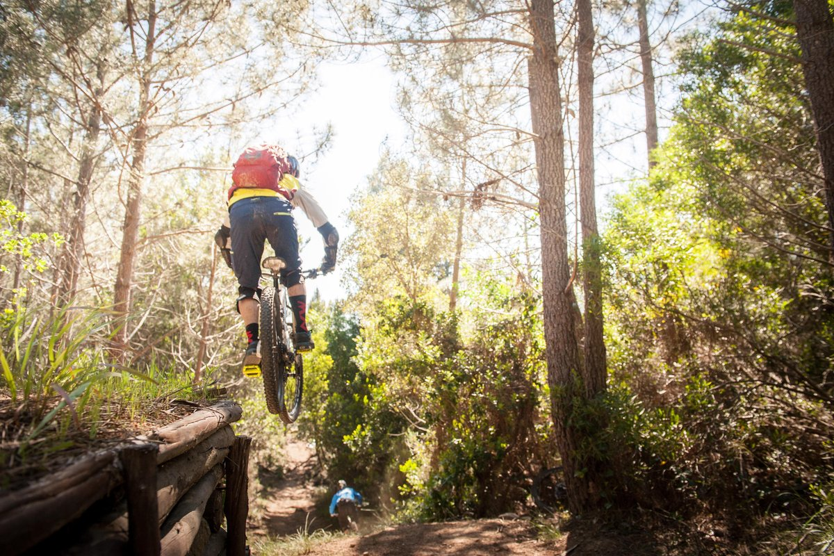 Corners, jumps and single tracks in Sintra...