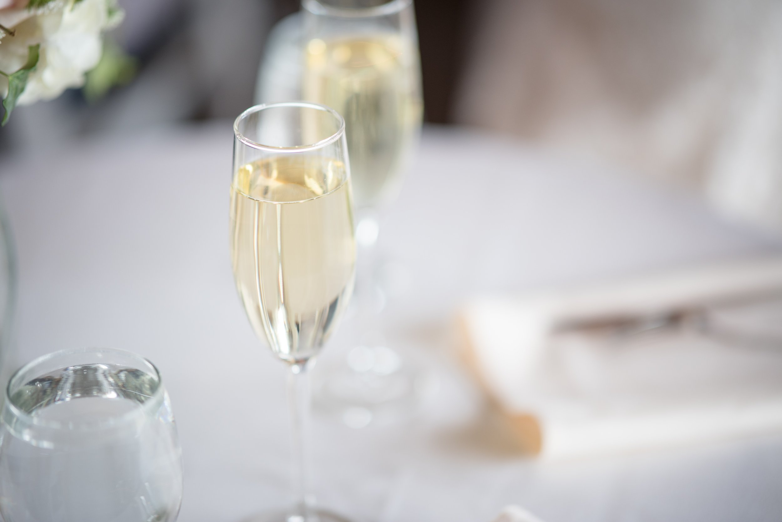 blurred-background-champagne-close-up-1711316.jpg