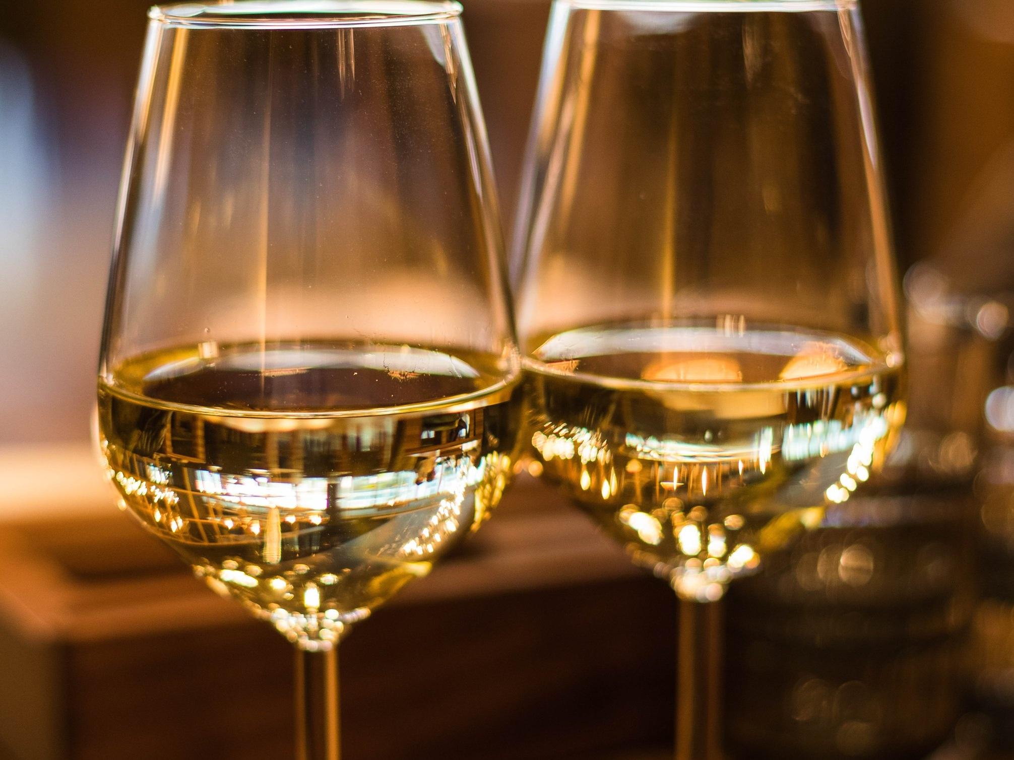 alcoholic-beverage-beverage-blur-1123260.jpg