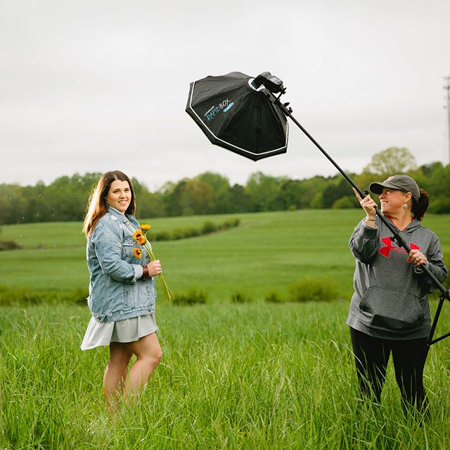 On a gloomy rainy Ga day , we get creative . Helps when the Mom helps hold the light stand on a windy day !!! #seniorportraits #rainydays #OCF #offcameraflash #jaspergeorgia #ballgroundgeorgia #weddingphotographer #stillpearlphotography #createlight #Canon #behindthescenes