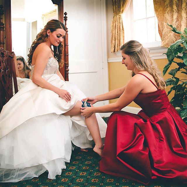 #1927lakelureinnandspa #weddingday  #stillpearlphotography #lisacruikshank #gettingdressed #thebride #red #gorgeous #weddingphotography #northgeorgia #jtown #atlantaweddingphotographer