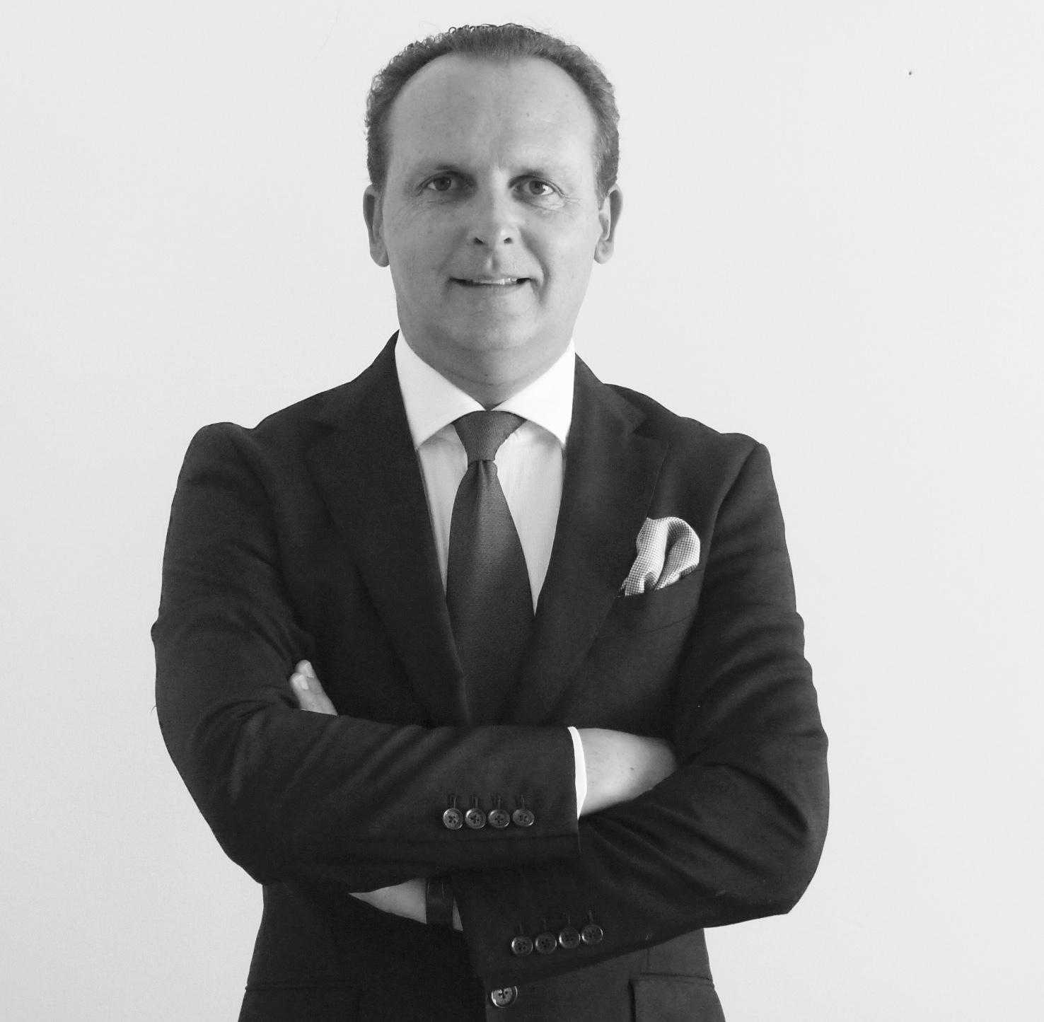 Dr. Adrián Guerrero, DDS PhD MCD (Perio)