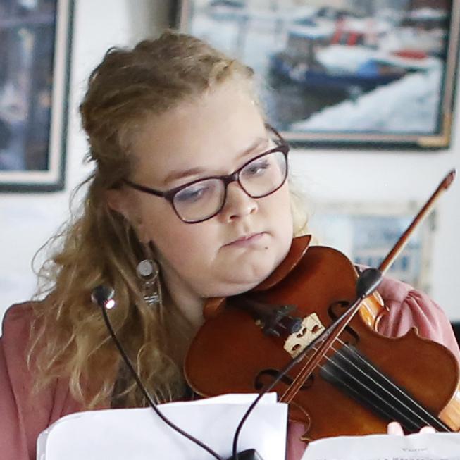 Viivi Hakkarainen, viulu Kuva: Maarit Kytöharju