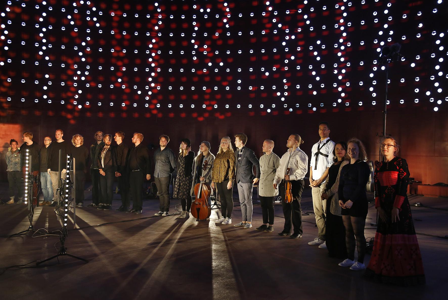 Eloan taiteilijoita vuoden 2016 Hipstercredo-konsertin kiitoksissa Säiliö 468:ssa.