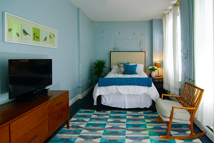 williamsburg House bedroom 1.jpg