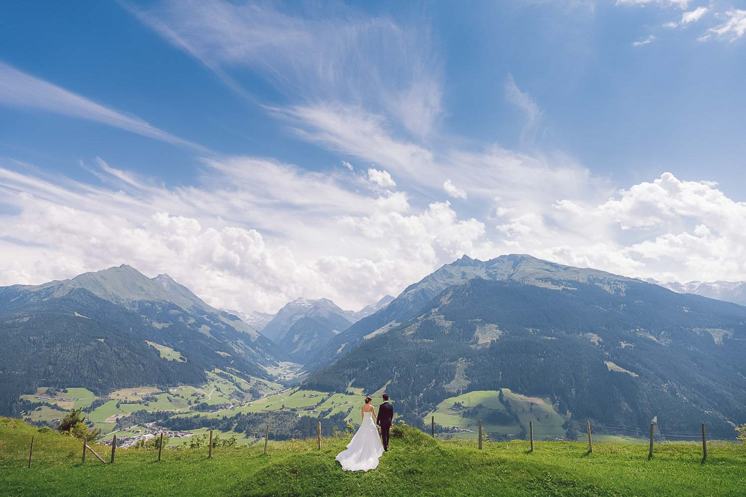 Feather_and_birch_Weddingphotography_internationalweddings_mudgeeweddingphotographer-2.jpg