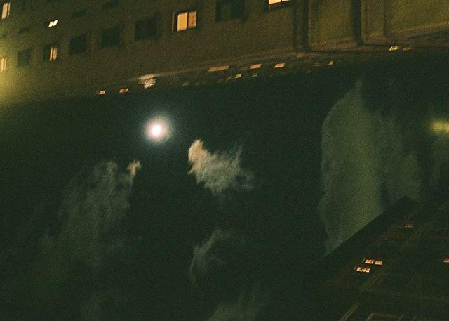 #35mm #nightphotography #nycspc #nycstreetphotography #grainisgood