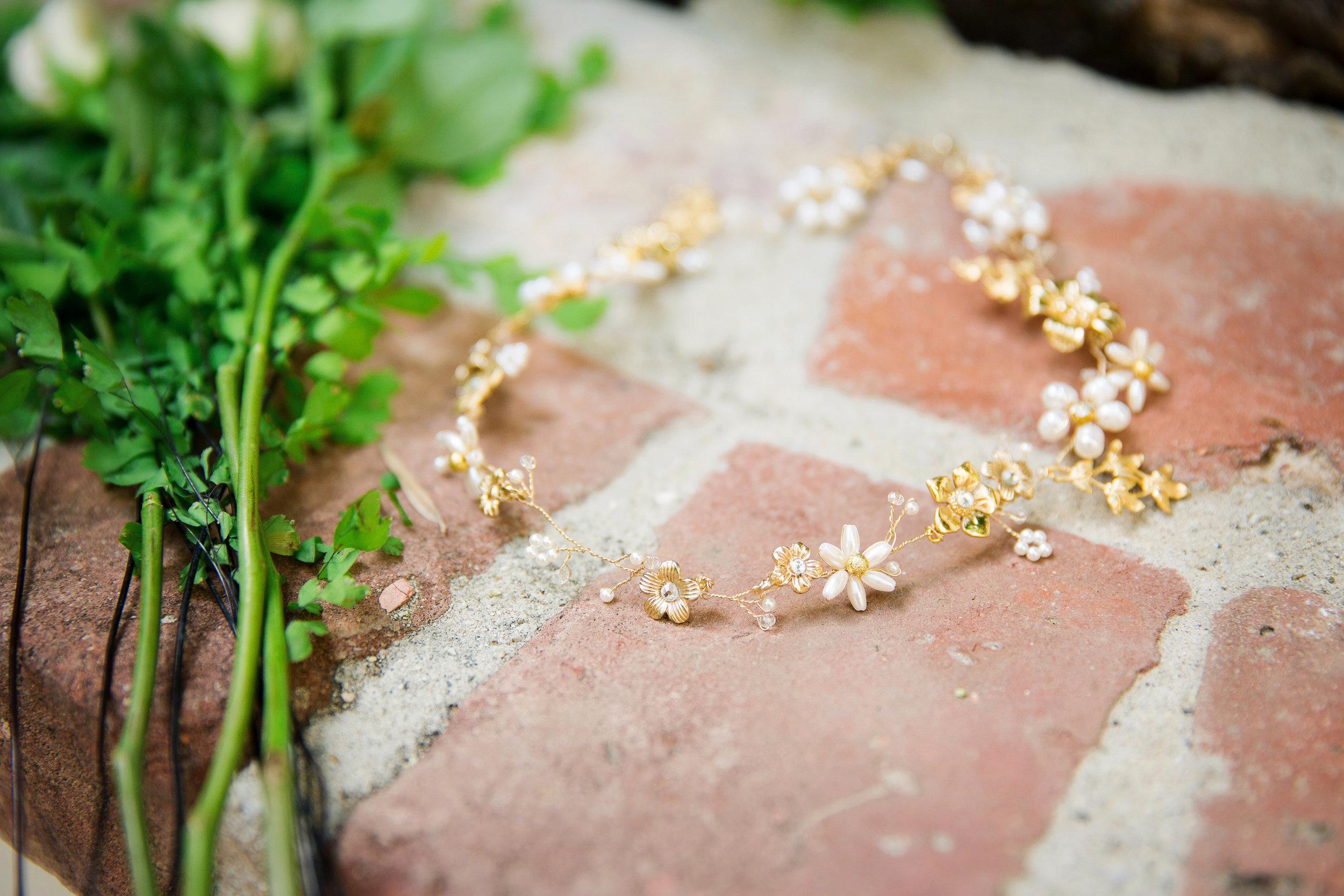 713 Gold & pearl flower hair vine