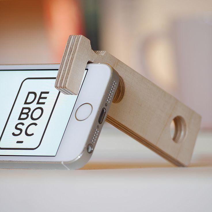 DEHOOK és un suport universal per a mòbils i tablets. El seu preu és de 4 euros.