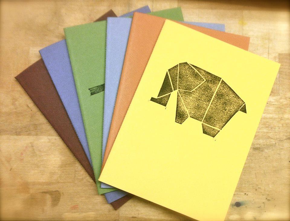 Les llibretes d'El Sastre de Paper estan estampades amb segells artesans.
