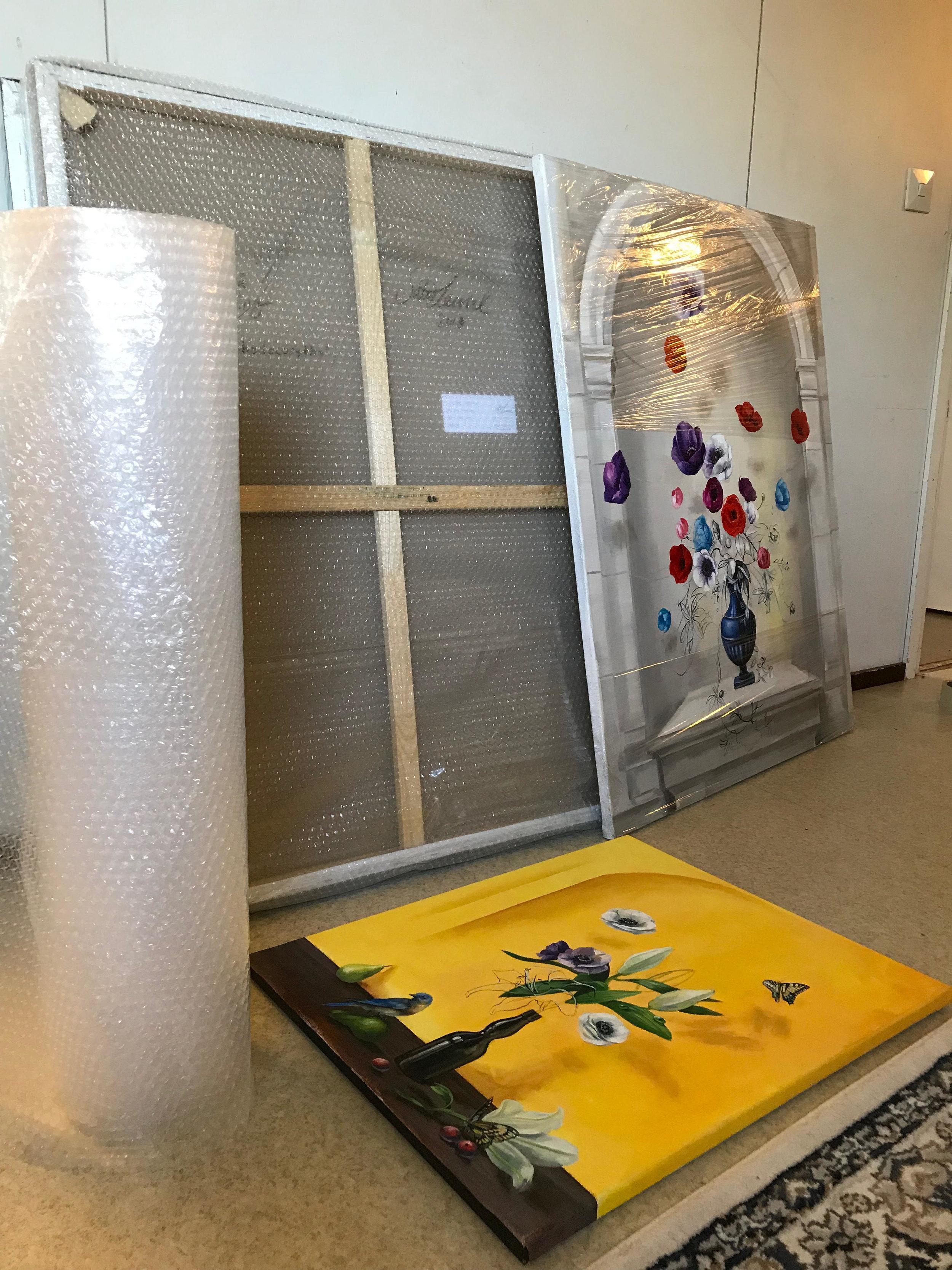 Tauluja lähdössä Discovery Art Fairiin Kölniin.