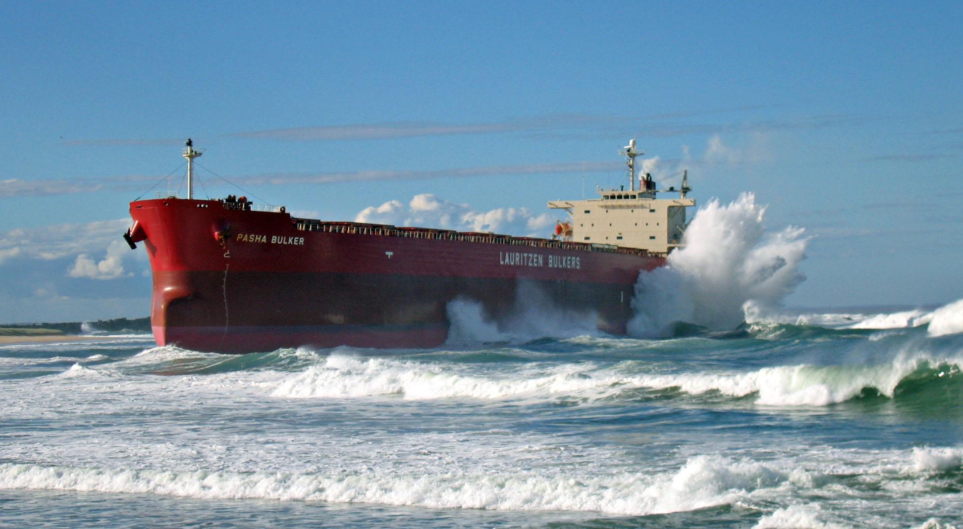 The  Pasha Bulka ran aground on Nobby's Beach, Newcastle (Australia)