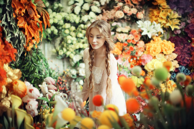Phoebe in flowerland