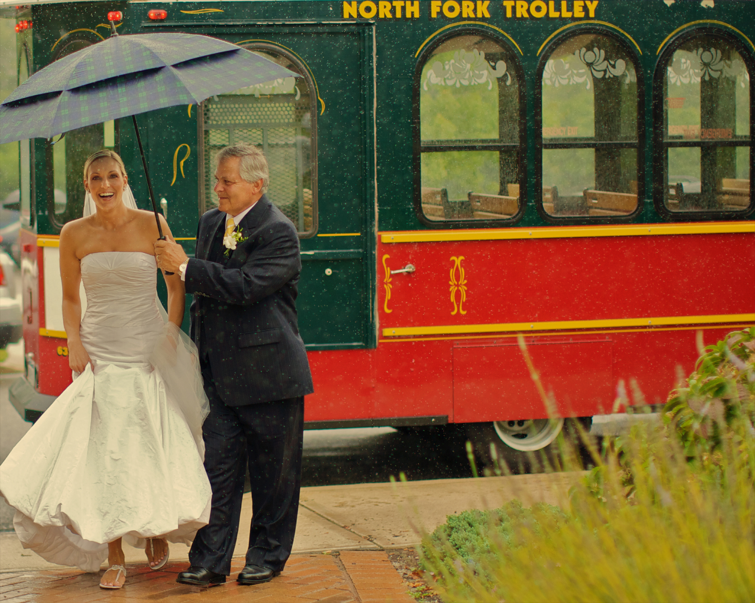 Come rain, snow, or shine Charles and Jennifer Maring bring calm to the wedding day created gorgeous photographs and memories for couples.