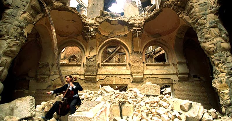 cellist-of-sarajevo-vedran-smailovic-playing-in-partially-destroyed-national-library-1992-photo-by-mikail-eustafiev-theflyingtortoise.jpg