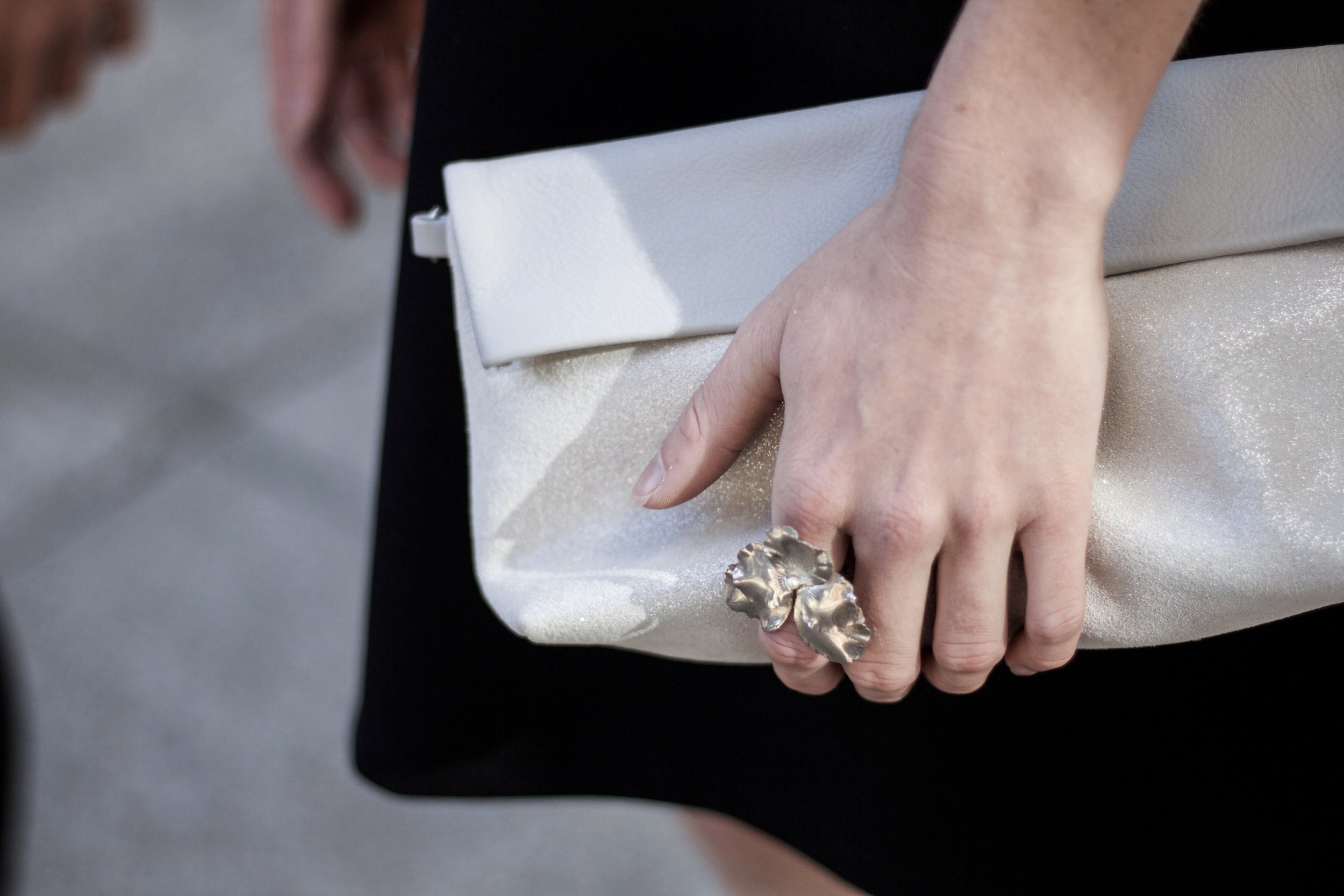 CLUTCH:  RIPAUSTE POUCH , RING: SCHADE