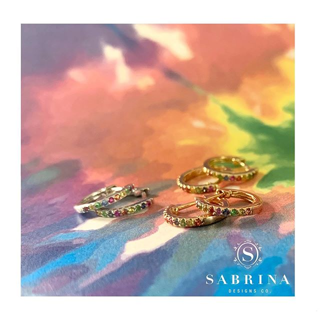 Our favorite rainbow huggies! CER371 RB 🌈 Which color is your favorite? • • • • • #SabrinaDesigns #diamondbracelet #finejewelry #diamondbands #diamondsareagirlsbestfriend #diamondbangles #Sabrina #14K #diamondsandgold #jewelry #thinhoops #diamondhoops #goldjewelry #jewelrygoals #linkbracelet #sparkle #giftideas #gift #bling #pinkgold #yellowgold #whitegold #18K #mothersday