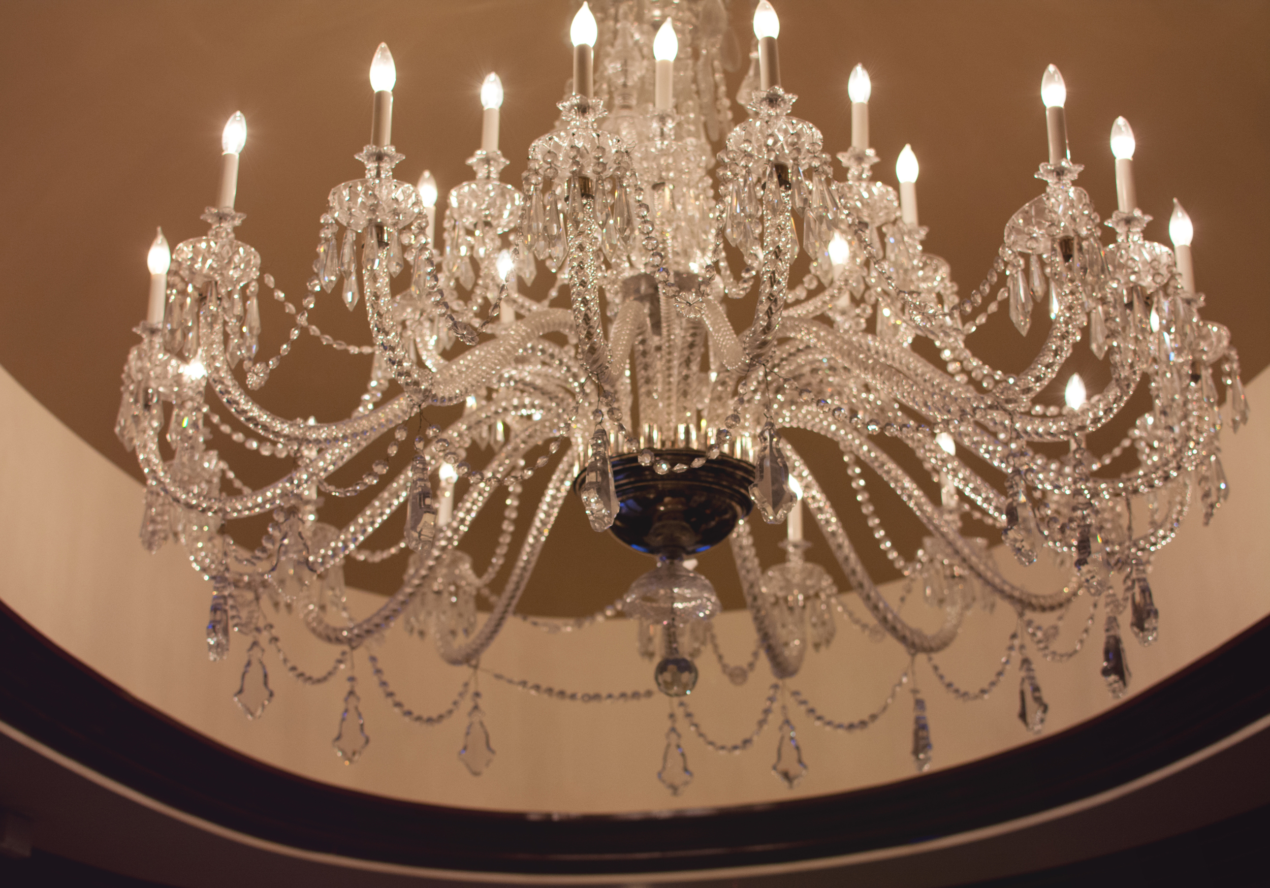Chandelier in the entry way of the Presidential Suite