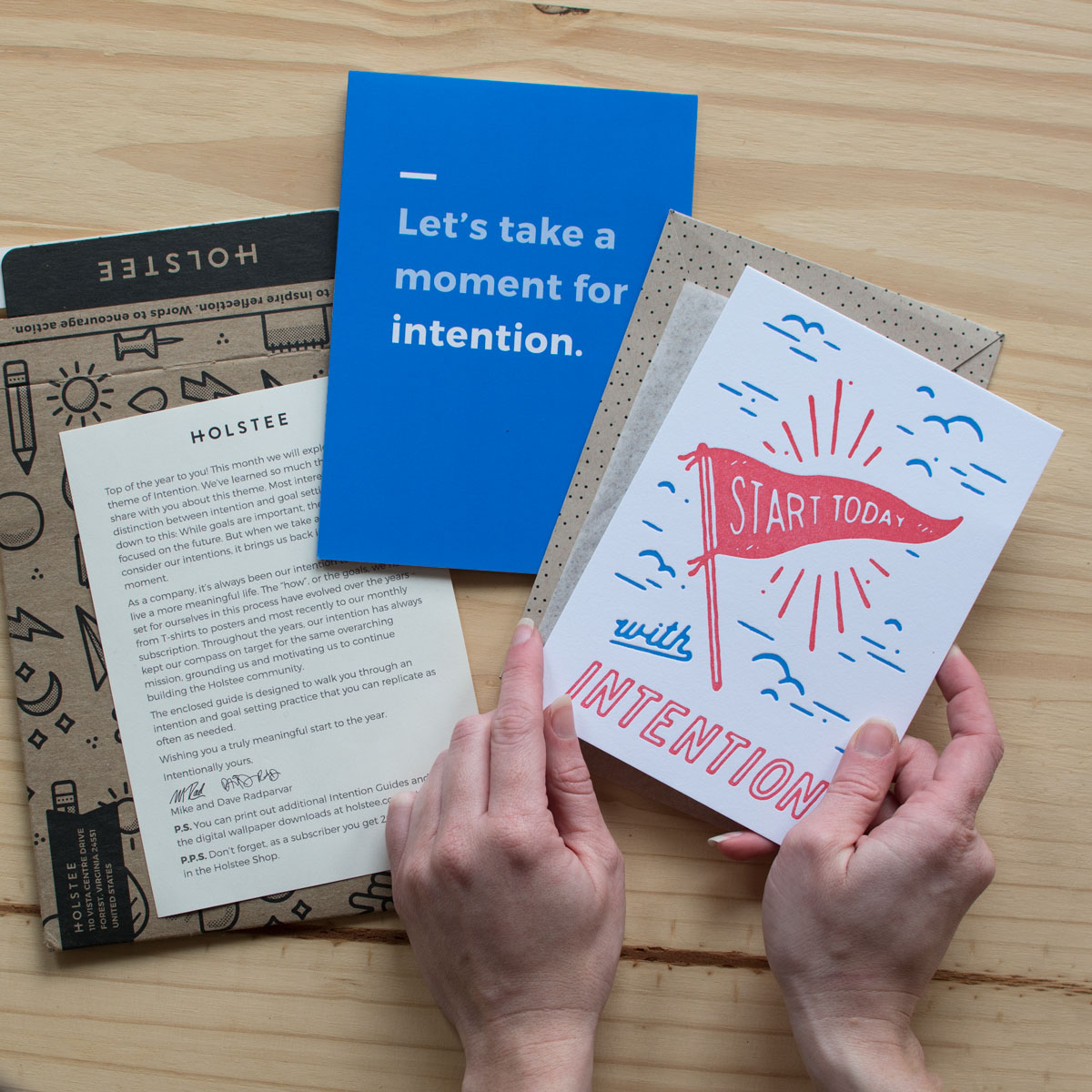 unboxing-hands-intention-holstee-1200px.jpg
