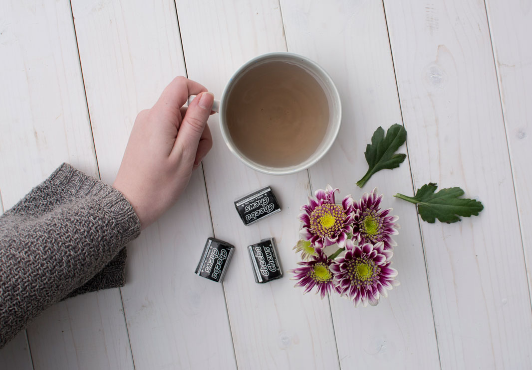 flowers-hand-tea-black-cheebachews.jpg
