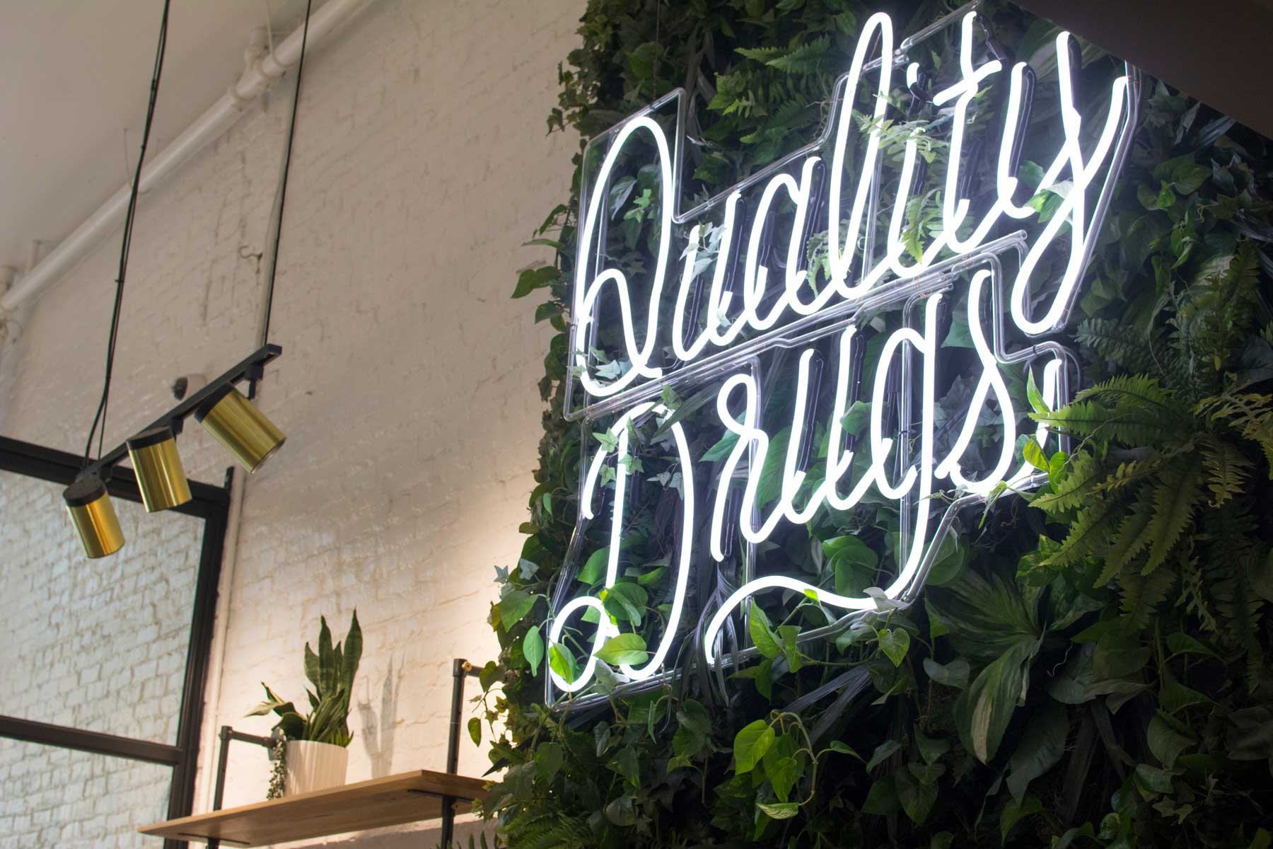 """The """"Quality Drugs"""" sign, infamous on social media"""