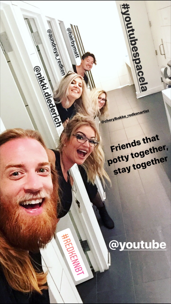 Cool friends potty together