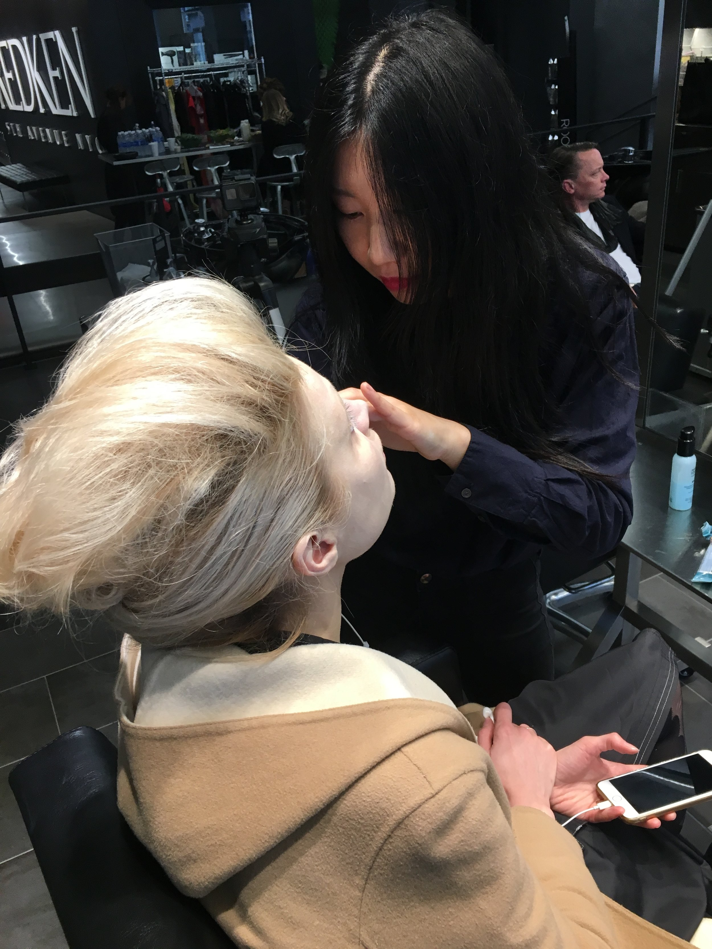 MUA Xinxin does make up on model, Valentina
