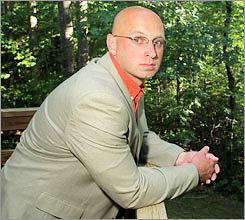 Timothy Colomer, Associate