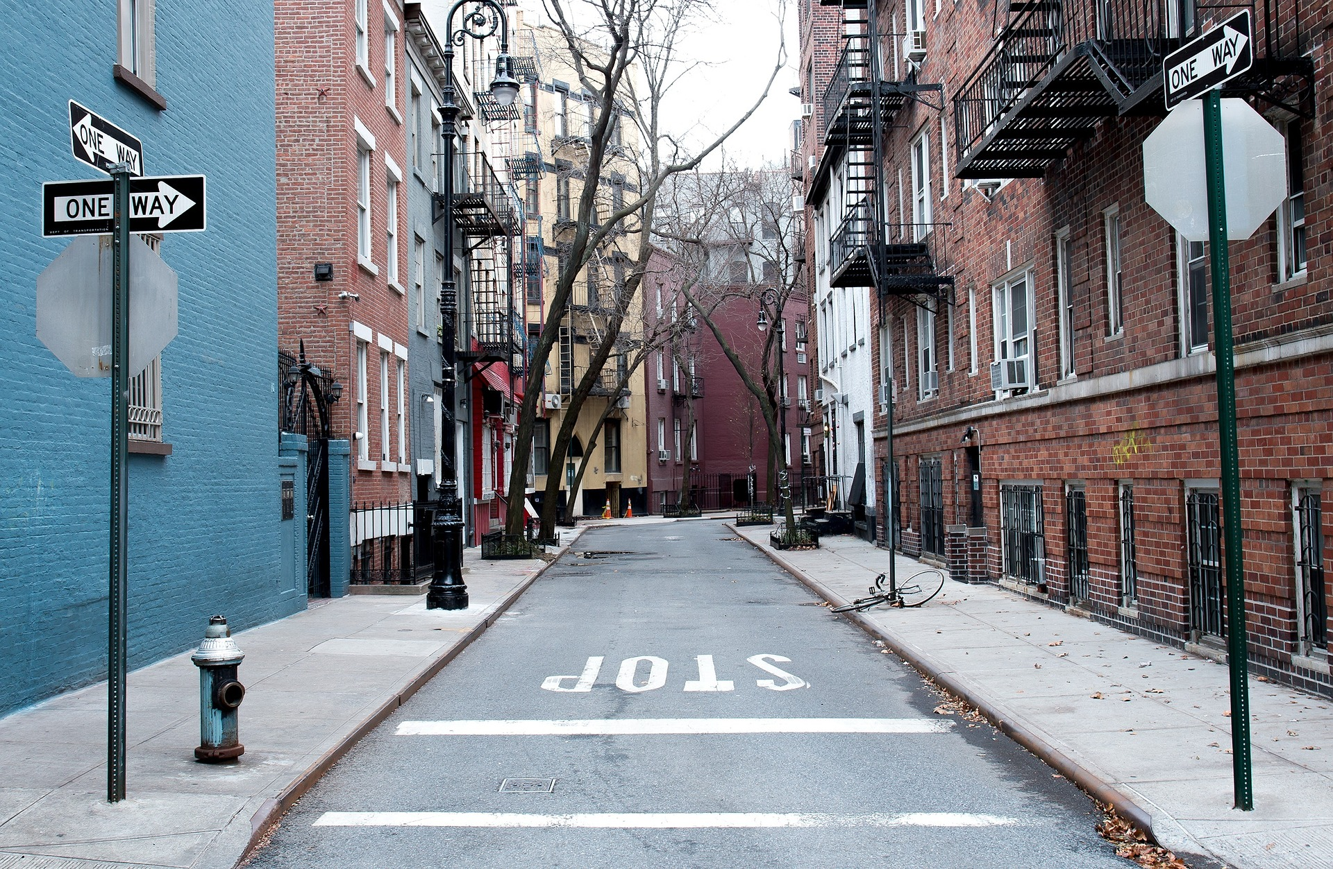 one-way-1209485_1920.jpg